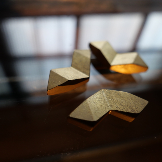 真鍮のFUTAGAMI 二上のカトラリー 二上の箸置き